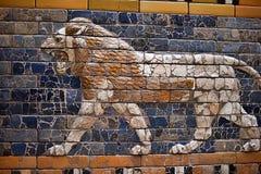 Assirian väggar i det Pergamon museet i Berlin royaltyfri foto
