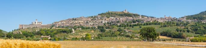 Assisi, один из самого красивого маленького города в Италии Горизонт деревни от земли Стоковая Фотография RF