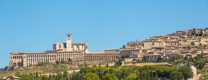 Assisi, один из самого красивого маленького города в Италии Горизонт деревни от земли Стоковые Фото