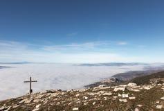 Assisi, croix et brouillard Image libre de droits