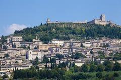 assisi italy Sikt av den gamla staden överst av kullen royaltyfria bilder