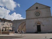 Assisi - kyrka för St Chiara arkivfoto