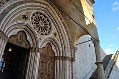 Assisi, Portale zur Basilika Inferiore Lizenzfreie Stockfotos