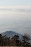 Assisi sopra un mare di nebbia Fotografie Stock Libere da Diritti