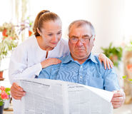 Assistência ao domicílio idosa fotografia de stock royalty free