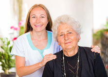 Assistência ao domicílio idosa fotos de stock royalty free