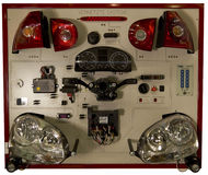 Assista il VW di Audi delle luci dell'automobile di addestramento dell'esposizione fotografia stock libera da diritti