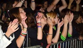 Assistance à un concert de musique Image libre de droits