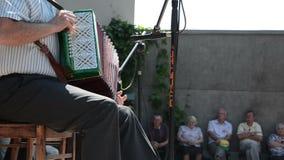Assistance d'accordéon banque de vidéos