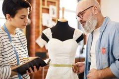 Assistant et tailleur photos libres de droits