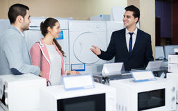 Assistant helping customers to choose Royalty Free Stock Photos