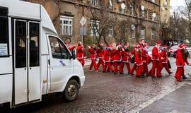 Assistants de défilé de Saint-Nicolas dans Uzhgorod photographie stock libre de droits
