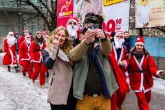 Assistants de défilé de Saint-Nicolas dans Uzhgorod photos libres de droits