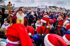 Assistants de défilé de Saint-Nicolas dans Uzhgorod image libre de droits