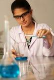 Assistente de laboratório fêmea Fotos de Stock