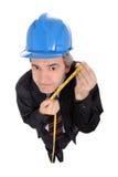 Assistente tecnico divertente con nastro adesivo di misurazione Fotografia Stock Libera da Diritti