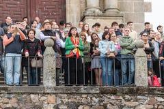 Assistentes com as bandeiras da Espanha ? reuni?o do Vox, o partido espanhol do extrema direita, com seu l?der Santiago Abascal fotos de stock royalty free