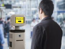 Assistentrobot i flygplats Royaltyfria Bilder