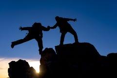 Assistenza di alpinismo Immagine Stock Libera da Diritti