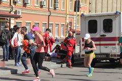 Assistenza medica nella maratona Fotografia Stock Libera da Diritti