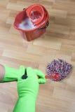 Assoalho da limpeza Imagens de Stock Royalty Free