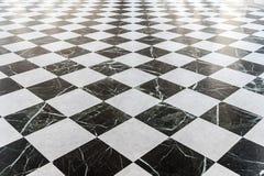 Assoalho de mármore quadriculado preto e branco Fotos de Stock Royalty Free