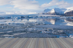 Assoalho de madeira de abertura, lago de derretimento do gelo de Jokulsarlon Imagens de Stock Royalty Free