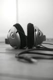Assoalho de madeira A dos fones de ouvido Fotografia de Stock