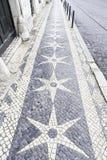 Assoalho de pedra típico de Lisboa Fotos de Stock