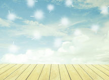 Assoalho do céu e da madeira Imagens de Stock