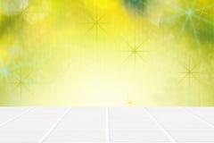 Assoalho e luzes cerâmicos brancos de mosaico na parede verde Fotos de Stock