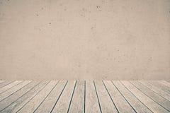 Assoalho e muro de cimento de madeira foto de stock royalty free