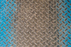 Assoalho sujo do metal com formas do rombo Foto de Stock