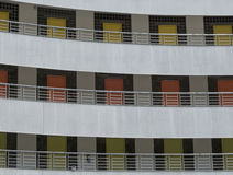 3 assoalhos de portas coloridas diferentes na fachada da construção Fotos de Stock Royalty Free