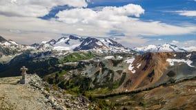Assobiador com montanhas da costa, Columbia Britânica, Canadá imagem de stock royalty free