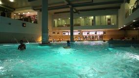 Associação azul dentro do parque da água filme