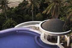 Associação do recurso do hotel de Lingganay com palmeiras Fotos de Stock