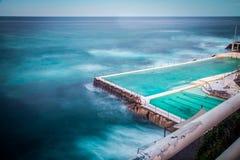 Associação famosa da rocha na praia de Bondi Fotografia de Stock Royalty Free