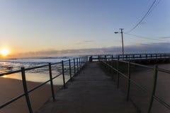A associação maré acena cores do nascer do sol Foto de Stock Royalty Free
