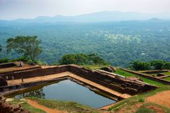Associação no complexo real do palácio do jardim na parte superior da rocha ou do Lion Rock de Sigiriya perto de Dambulla em Sri  fotos de stock