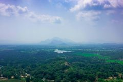 Associação no complexo real do palácio do jardim na parte superior da rocha ou do Lion Rock de Sigiriya perto de Dambulla em Sri  fotografia de stock