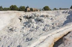 Associações do travertino e terraços naturais, castelo do algodão, Pamukkale, Turquia Fotos de Stock