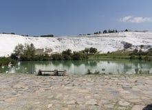 Associações do travertino e terraços naturais, castelo do algodão, Pamukkale, Turquia Fotografia de Stock