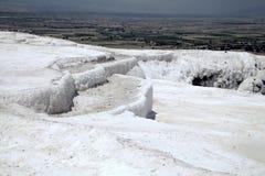 Associações e terraços do travertino em Pamukkale Fotografia de Stock Royalty Free