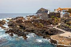 Associações vulcânicas naturais visitadas por turistas em Garachico, ilha de Tenerife, canário, Imagens de Stock Royalty Free
