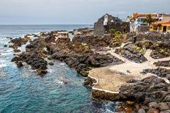 Associações vulcânicas naturais visitadas por turistas em Garachico, ilha de Tenerife, canário, Foto de Stock