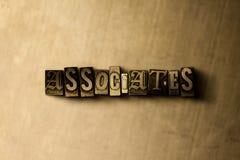 ASSOCIADOS - close-up vintage sujo da palavra typeset no contexto do metal imagens de stock