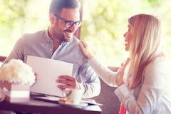 Associados no negócio satisfeito com o acordo foto de stock royalty free
