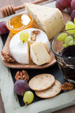 Assorted appetizers to red wine-cheeses, fresh grapes, crackers Royalty Free Stock Images