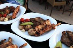 Assorted asó a la parrilla la carne con las verduras Imagen de archivo libre de regalías